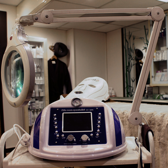 Diamond Dermabrasion machine is one of the latest innovative tecnologies in rejuvenating tretaments, so popular in Richmond